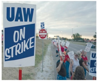 uaw on strike 2