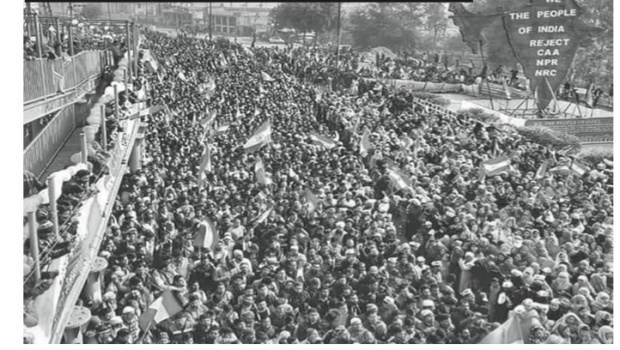 masses on roadway in Delhi