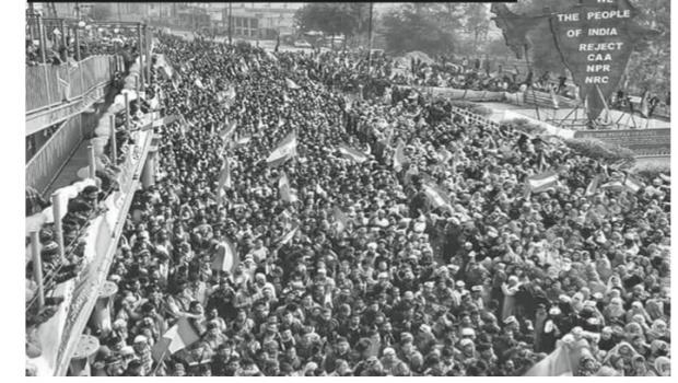 masses on roadway in Delhi